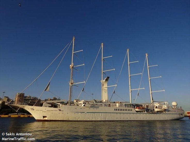 Το Wind Spirit αποπλέει από τον Πειραιά. 01/06/2013.