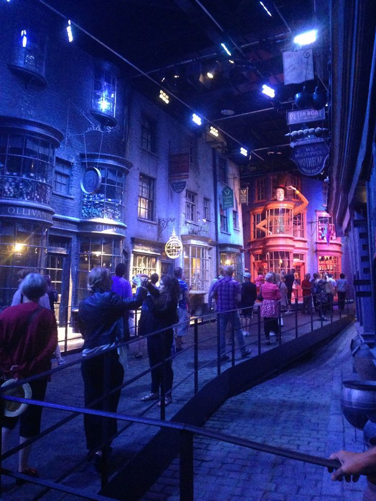 Studios Harry Potter....bah best day of life a short month away!
