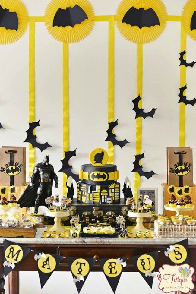 Birthday decoration Batman in black and yellow