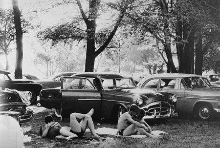 FRANK, Robert, Picnic Ground-Glendale, California The Americans, Paris, Delpire, 1958, réd. New York, Aperture, 1959.