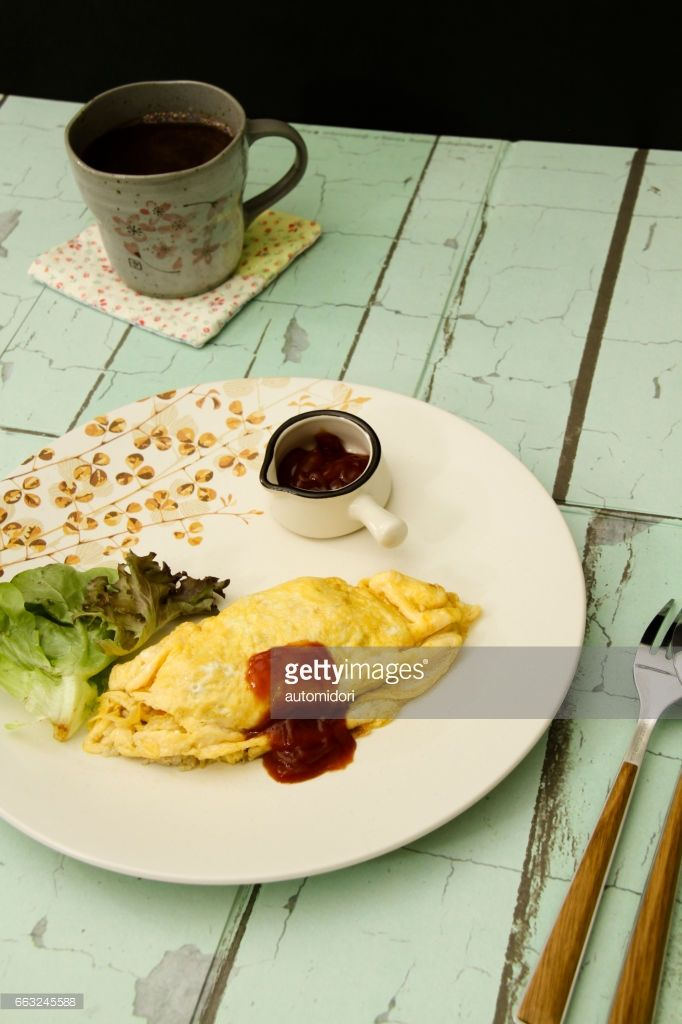 'Omuraisu' is a Japanese loanword from 'Omelet Rice'.