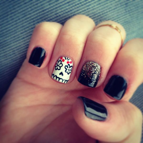 I never pin anything to do w/nails...BUT COME ON day of the dead skull nails