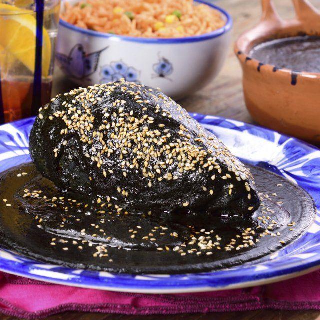 Mole Negro Oaxaqueño con Arroz Rojo