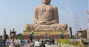 As posturas de Buda e os seus significados. A imagem de Buda é um ícone na religião mundial. A despeito de ser uma religião que em seu âmago incentiva o desapego de todas as coisas materiais, a iconografia é amplamente difundida nas culturas budistas. Há uma variedade de poses tradicionais em que as estátuas de Buda são encontradas, cada qual com seu próprio significado.