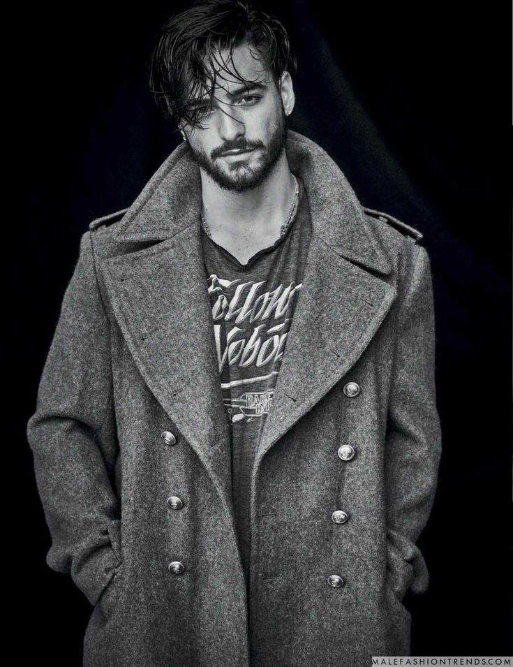Maluma posa para la cámara de Matthew Brookes en la edición Fall-Winter 2017 de Vogue Hombre México, con la realización de Dan May