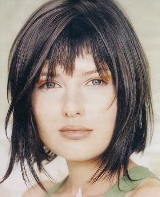 Risultati immagini per tagli capelli medio lunghi asimmetrici