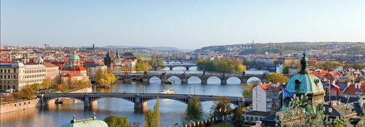 Dit is een foto van Praag. Praag is de hoofdstad van Tsjechië. er wonen 1,2 miljoen mensen.
