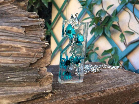 Pendent oil color flower-Resin and true flowers-Handmade/ Ciondolo Fiore color petrolio-Resina e fiori veri-Fatto a mano-Personalizzabile € 6,00