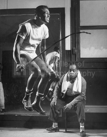 Sugar Ray Robinson skipping to music as a routine in his training camp (© Ralph Morse)