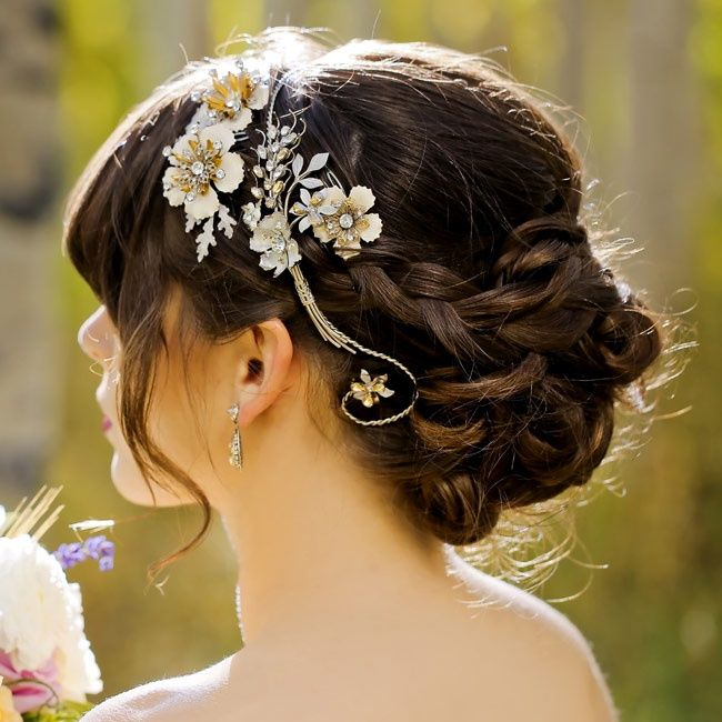 To see more gorgeous wedding hairstyles: http://www.modwedding.com/2014/11/06/love-22-tasteful-wedding-hairstyles/ #wedding #weddings #hairstyles photo: Pepper Nix via theknot.com