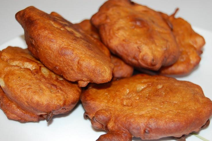 Akara, fritos nigerianos de frijoles carita (black eyed peas).     http://en.petitchef.com/recipes/akara-fried-bean-cake-photo-tutorial-fid-904686