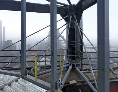 Obr. 3: Zavěšení v patě konstrukce vnějšího tubusu
