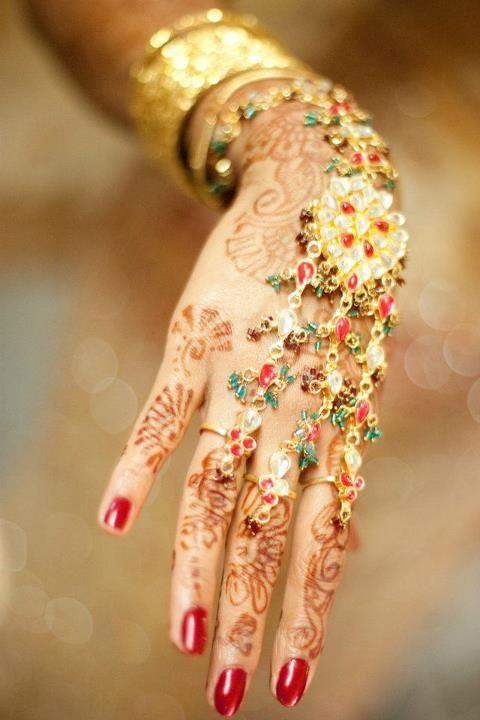 Bridal Haath Phool, Mehandi, via http://www.ExoticIndianWeddings.com/ Wedding & Honeymoon Planners
