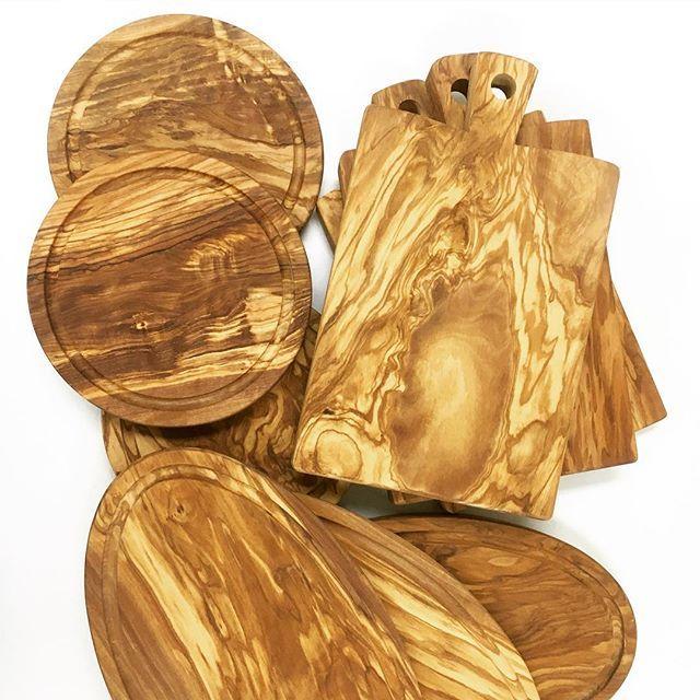 rosmarino.it1番人気の角型(大)と、長らく欠品中だった円形(小)、楕円形が久々の再入荷です! (^_^) #イタリア雑貨 #イタリア雑貨店ロズマリーノ #オリーブの木 #オリーブウッド #olivewood #イタリア製 #カッティングボード #cuttingboard #サービングボード #まな板 #再入荷 #おしゃれなキッチンツール
