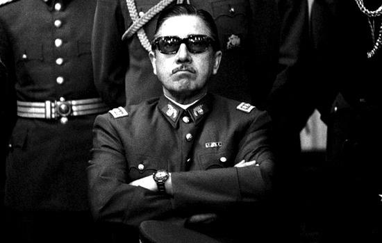 """General Augusto Pinochet .  """"Soy un soldado, y para mí lo que es blanco es blanco y lo que es negro, negro"""" (07 agosto 1984)"""
