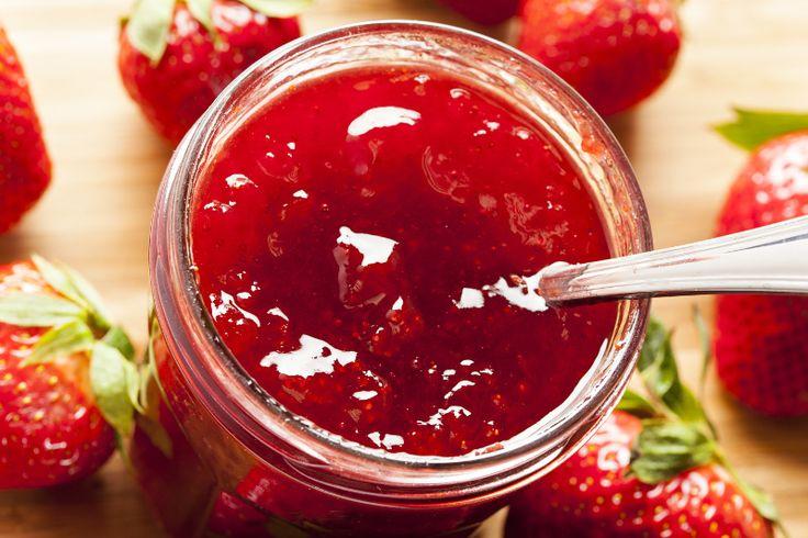 Gâtez vos toasts et vos papilles avec cette simple recette de conserves à réaliser avec vos casseaux de fraises en trop...