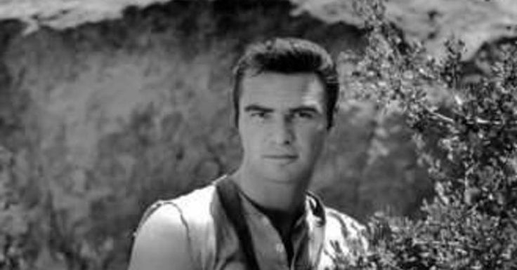 20 Pictures of Young Burt Reynolds