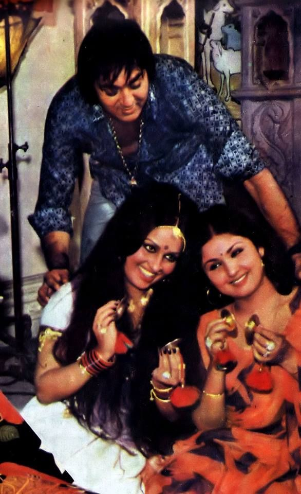 "A candid moment!  Sunil Dutt with Reena Roy and Leena Chandavarkar during the making of ""Daku Aur Jawan"" (1978)"