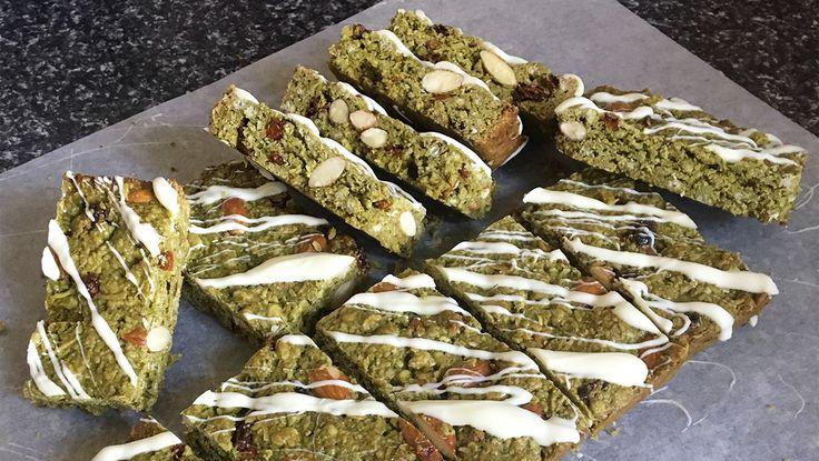 Matcha Granola Bar Recipe #vegan #veganrecipe #veganfood #veganfoodshare #recipeshare #veganblog #sproutmarket #plantbasedcooking #matcharecipe #matcha