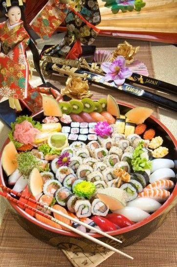 Piatto sushi misto a frutta