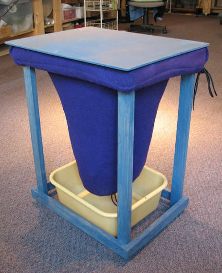 DIY Worm bin bag for indoor vermicomposting and easy separation of worms from compost