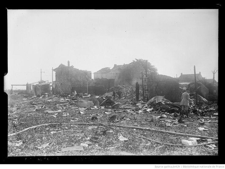 Juin 1917, explosion [le 4 juin 1917], Aubervilliers [fabrique de feux d'artifice] : [photographie de presse] / [Agence Rol]