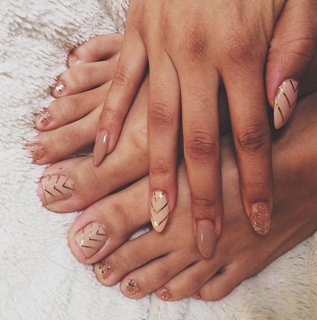 Nail art nude nails