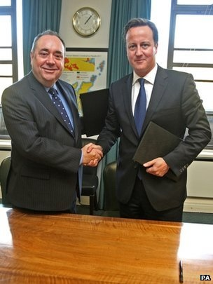 """UK PM David Cameron and Scotland's First Minister Alex Salmond have signed a deal setting out the terms for a Scottish independence referendum. The agreement paves the way for a vote in 2014, with a single """"Yes or No"""" question on Scotland leaving the UK. (via BBC; photo via PA)"""