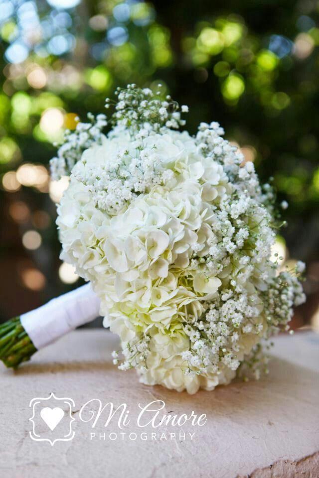 {Pretty Bridal Bouquet With White Hydrangea & Gypsophila (Baby's Breath)··············································}