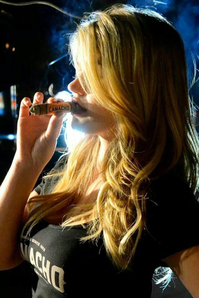 https://i.pinimg.com/736x/b8/e2/fd/b8e2fd21da3b90442e72f37aca44a521--cigar-smoking-sexy-smoking.jpg