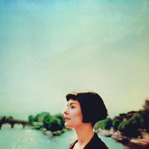 Amélie has a strange feeling of absolutely harmony. It's a perfect moment. Soft light, a scent in the air, the quiet murmur of the city. She breathes deeply. Life is simple and clear. A surge of love, an urge to help mankind comes over her.