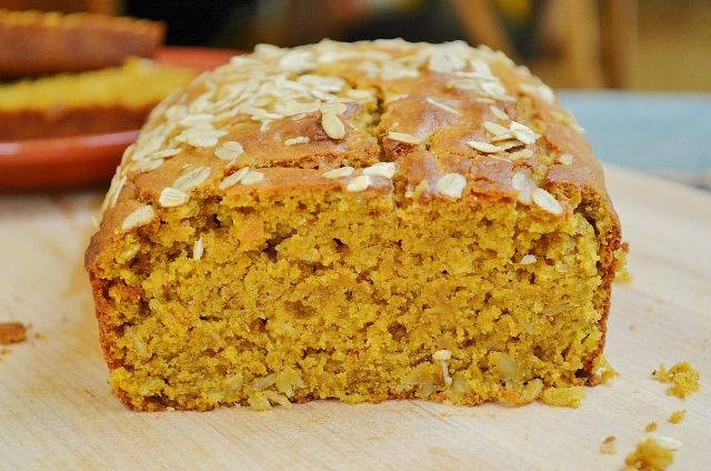 This dense and chewy pumpkin oat bread is easy to make and heavenly to ...