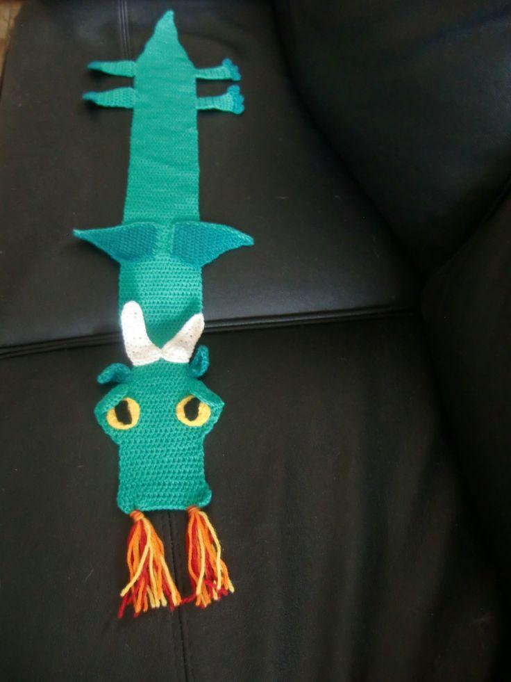 kinder sjaal gehaakt naar het patroon van Written & Designed by: Shelley Brown of Crochetions