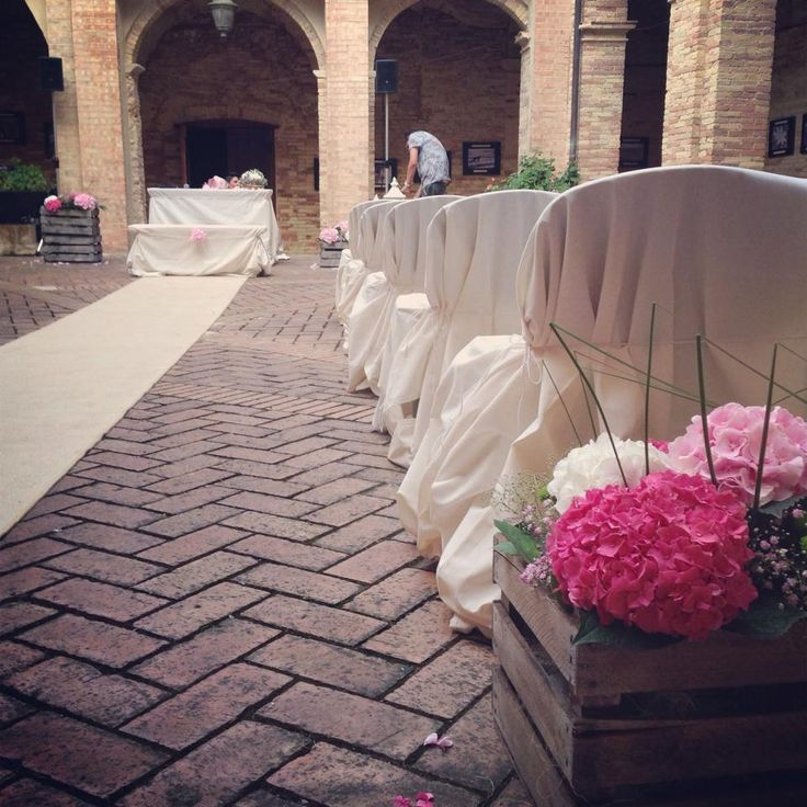 A civil country wedding ceremony in Italy