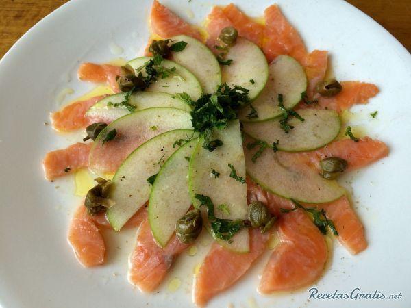 Receta de Carpaccio de salmón ahumado y manzana - Fácil