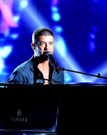 Robin Thicke Makes Another Emotional Plea to Wife Paula Patton at BET - Us Weekly
