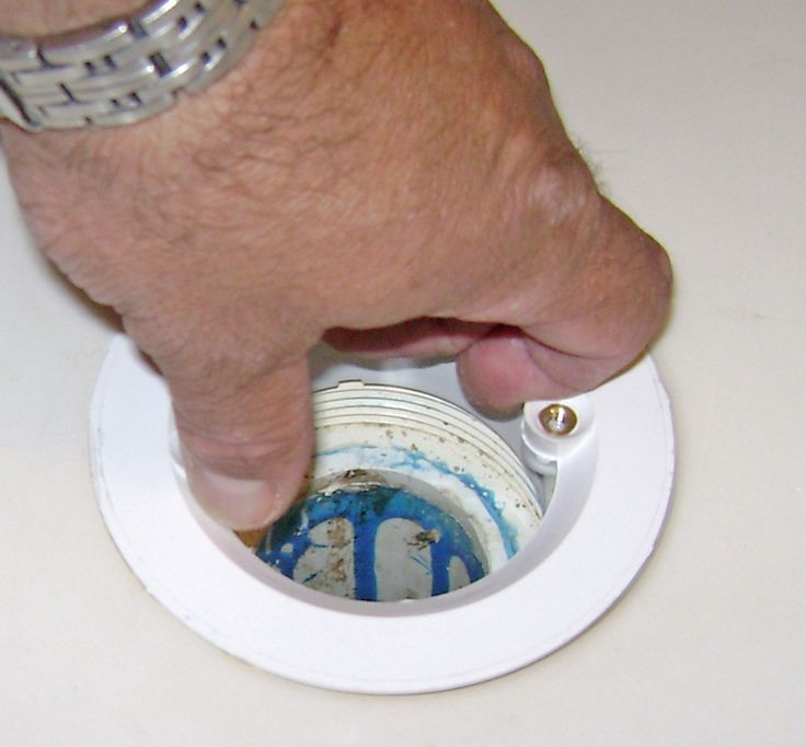 How to fix a leaky shower drain how to fix a shower drain - Leaky Shower Drain Repair Screw In The Strainer Body