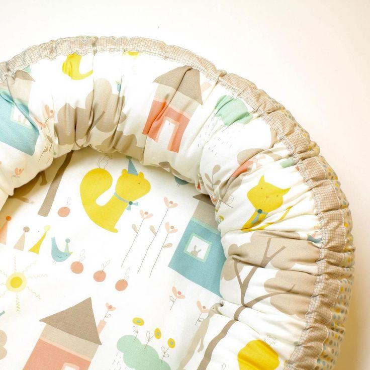 """Babynest sydd i stoffene """"Corner of 5th & Fun"""" fra Moda Fabrics #babynest #modafabrics #sytilbaby #stoffbutikk #sybutikk #nettbutikk #quiltebutikken"""