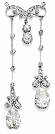 A BELLE EPOQUE DIAMOND NÉGLIGÉ NECKLACE. Set in platinum with old-cut and pear shaped diamonds, French hallmarks, circa 1910. #BelleÉpoque #pendant #necklace