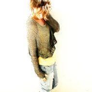 Hermoso suéter gris de punto flojo.  El perfecto para el verano, cuando todo lo que necesita es un suéter ligero para cubrir. Creado a partir de un hilo de algodón suave y suelta de punto. Preciosa con un vestido o pantalones vaqueros y una camiseta.  Disponible en otros colores preciosos.
