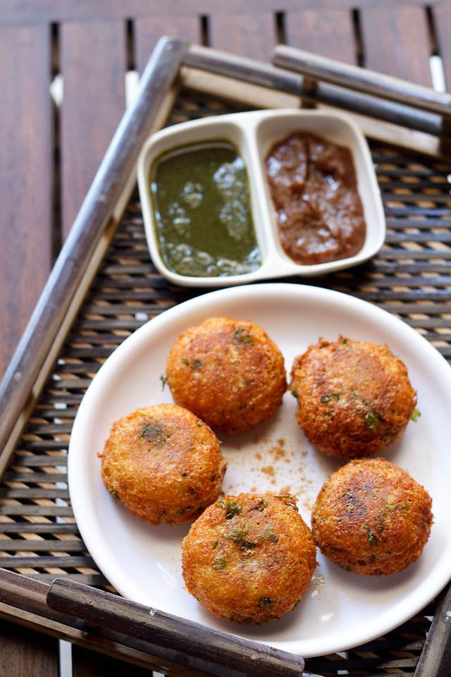 Aloo Paneer Kofta - A Punjabi Recipe: 200 gms paneer/, 3 large-sized aloo [potatoes] boiled, peeled and grated; 11/2 tbsp almond flour, or 1 tbsp milk powder, or 11/2 tbsp khoya; ½ tsp black pepper; ¼, or ½ tsp red chili;  ¼ or ½ tsp punjabi garam masala;  1 or 1.5 tbsp kothmir; 1.5 or 2 tbsp corn flour; 2 to 3 tbsp mixed chopped dry fruits – almonds, cashews, pistachois and raisins; pinch of rock salt chaat masala