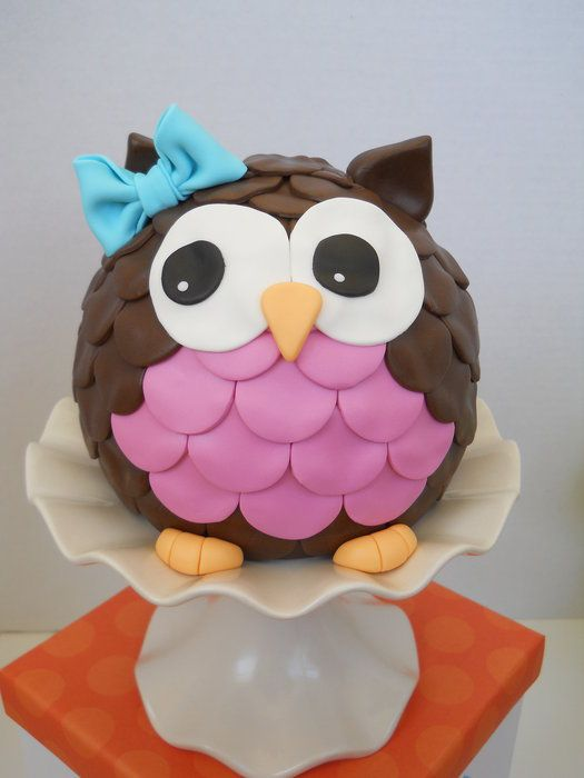 Owl Cake  cute!  cute!  -  Think I can do this with two mixing bowls.  Also LOVE that cake plate.  Wonder where they got it?