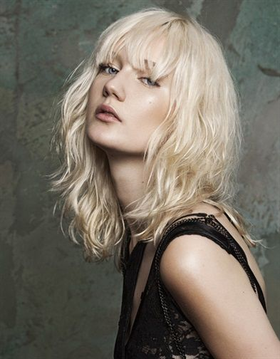"Glamour "" #CAPELLI: DAL CALIFORNIA AL FRAGOLA, TUTTI I #BIONDI D'#ESTATE "" Il colore più versatile vive un momento di vera gloria, con le sue sfumature cromatiche multitono e sfaccettate.   #bohemianspirit by @EVOS_italia http://www.glamour.it/capelli/styling/2016/07/19/capelli-biondi-estate-platino-ice-fragola/"