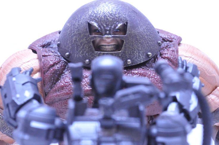 Marvel Select Juggernaut. S.H. Figuarts War Machine (Iron Man 2)
