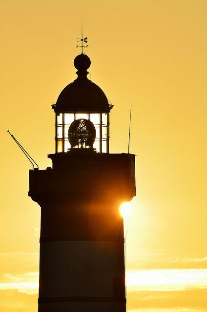 Le phare de la pointe Saint-Mathieu by Brestitude,  #Finistère #Bretagne