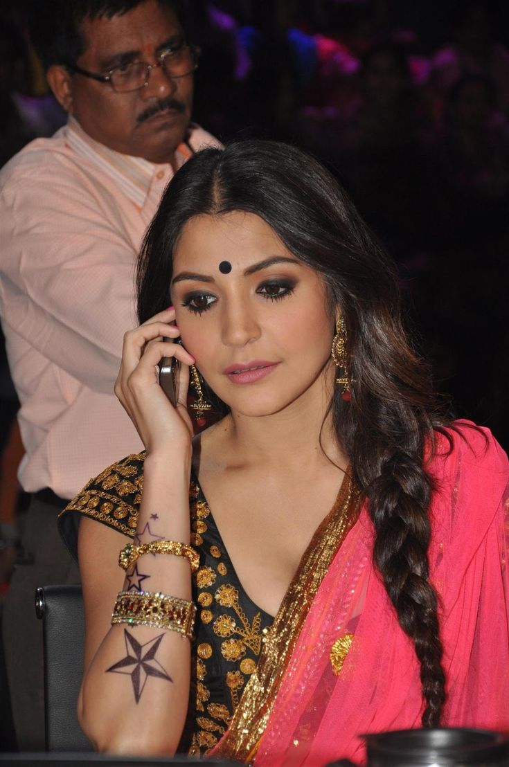 Anushka Sharma Promoting Matru Ki Bijlee Ka Mando on Nach Baliya.