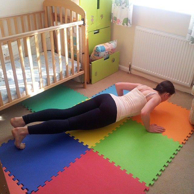 natasense #sibworkout4 Конкурс от @rusdudnik. Отжимания! После беременности еле пять раз отжалась от колен, до 20 хороших отжиманий было. Сейчас 8. Все что на руки, не люблю, но надо усиливать слабые руки. Детские маты отлично подходят для моих тренировок :))) 5d