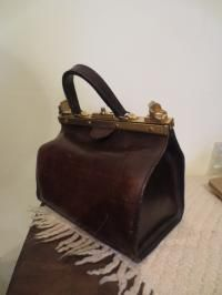 Original Vintage brown leather doctor bag, very well maintained