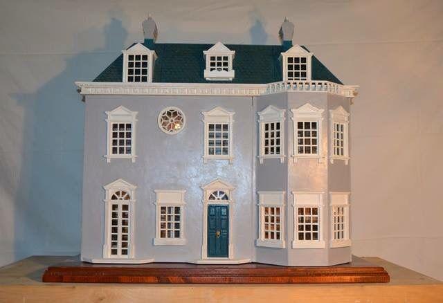 Casa delle Bambole in stile Vittoriano completamente fatta a mano