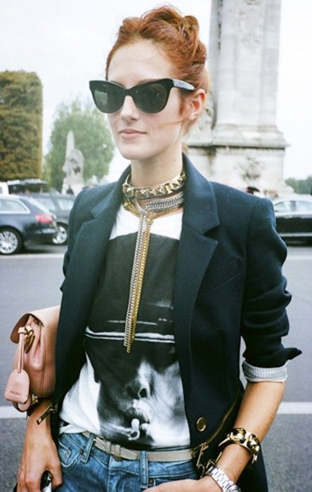 Taylor Tomasi Hill director of Marie Claire US does heavy metal on monochrome. Details In #Streetstyle #fashion #moda